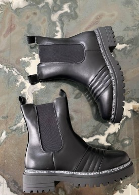 Tania black boot