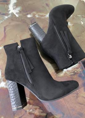 vanessa boot black