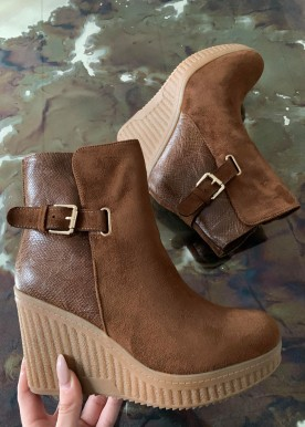 Anne wedges camel