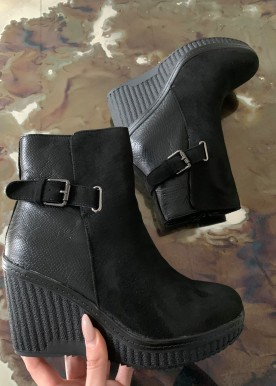 Anne wedges Black