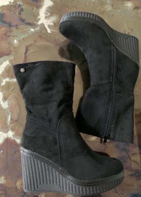 Ariana wedges black