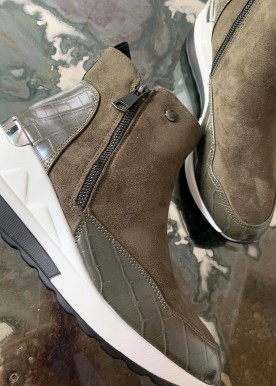 Inna sneakers army