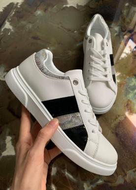 flora sneakers black