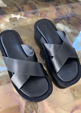 Sigga slippers black