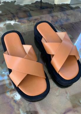 Sigga slippers camel